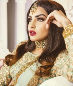 """Read more about the article Himanshi Khurana on Instagram: """"❤❤ Outfit  @turquoise_by_rachit Now in Canada too MUAH @xpressions_studio  Jewelry @xpressions_jewelry  Photographer @alfaazphotography…"""""""
