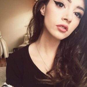 Read more about the article chrissy costanza | Tumblr discovered by Lettinggo