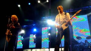 Read more about the article Status Quo – 'Mean Girl' live at Nottingham Arena 07-12-11