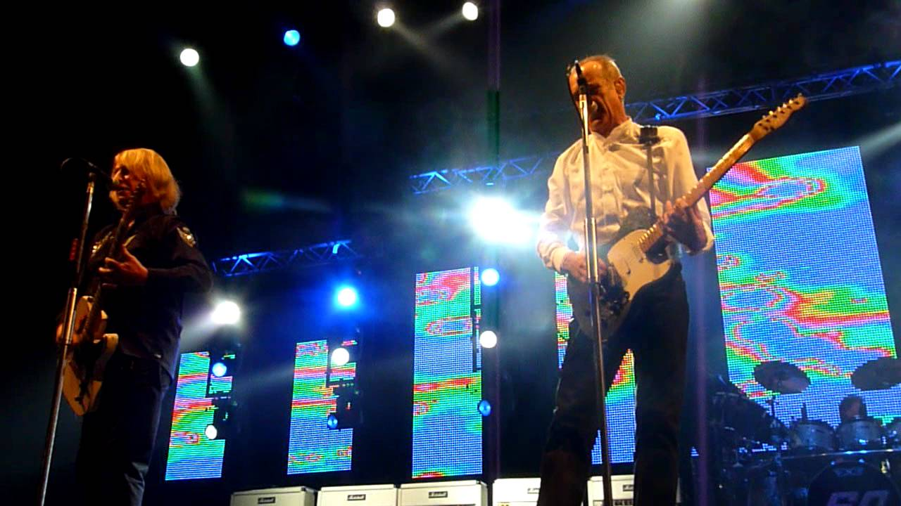 You are currently viewing Status Quo – 'Mean Girl' live at Nottingham Arena 07-12-11