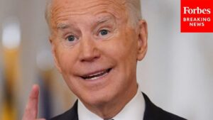 Read more about the article Viral Moment: Biden jokes about failure to socially distance at vaccine event