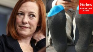 """Read more about the article Viral Moment: Jen Psaki jokes about Fox News reporter's """"awesome socks"""""""