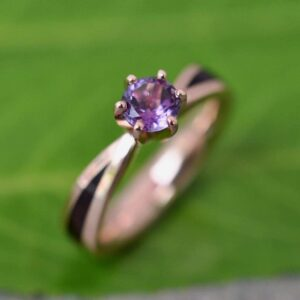 Read more about the article Amethyst Solitaire Diamond, Gold and Wood Engagement Ring – 3 3/4 / 7mm