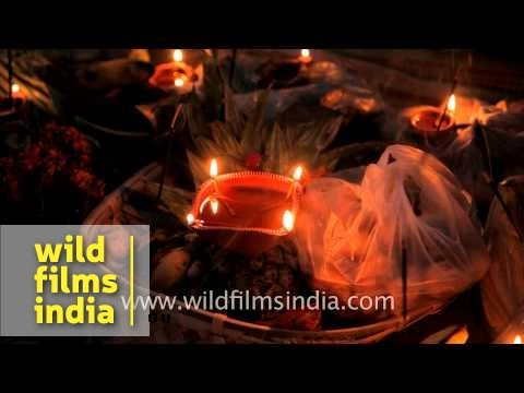 You are currently viewing Chhath puja rituals perform on bank of river Yamuna in Delhi