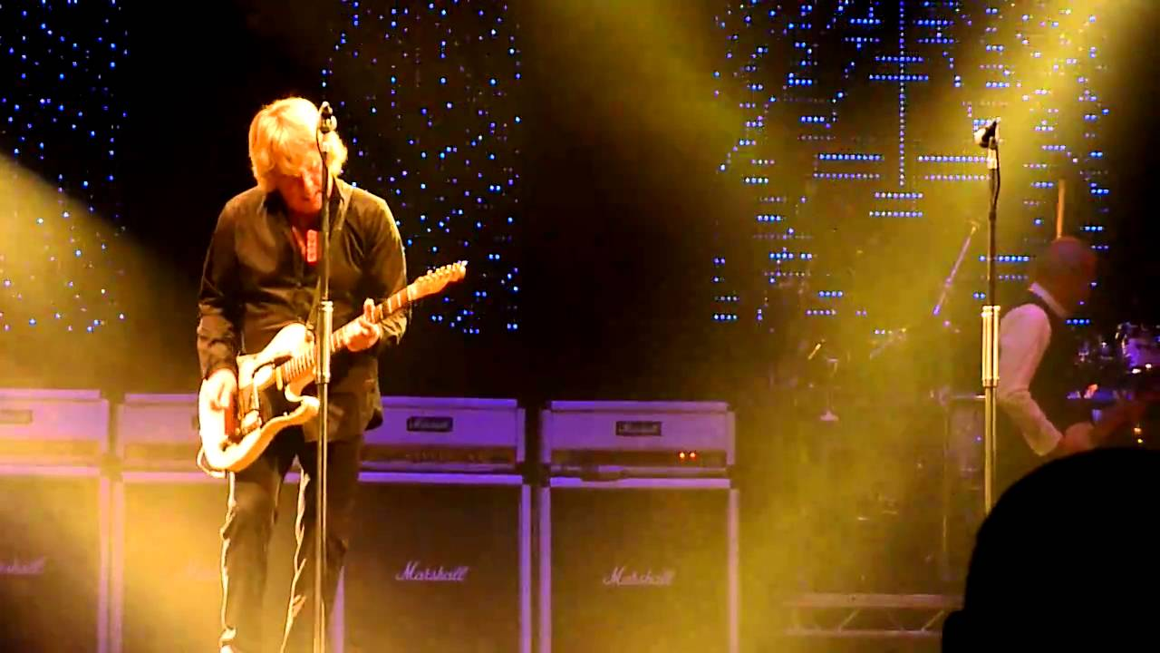 You are currently viewing Status Quo – Mean Girl & Softer Ride live at Trent FM Arena, Nottingham 12-12-10
